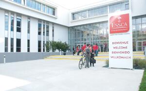 Bâtiments parvis du campus de l'ESSCA Angers
