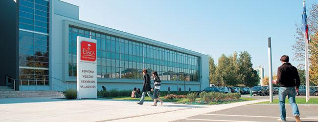 Parvis du campus ESSCA - Grande Ecole de commerce